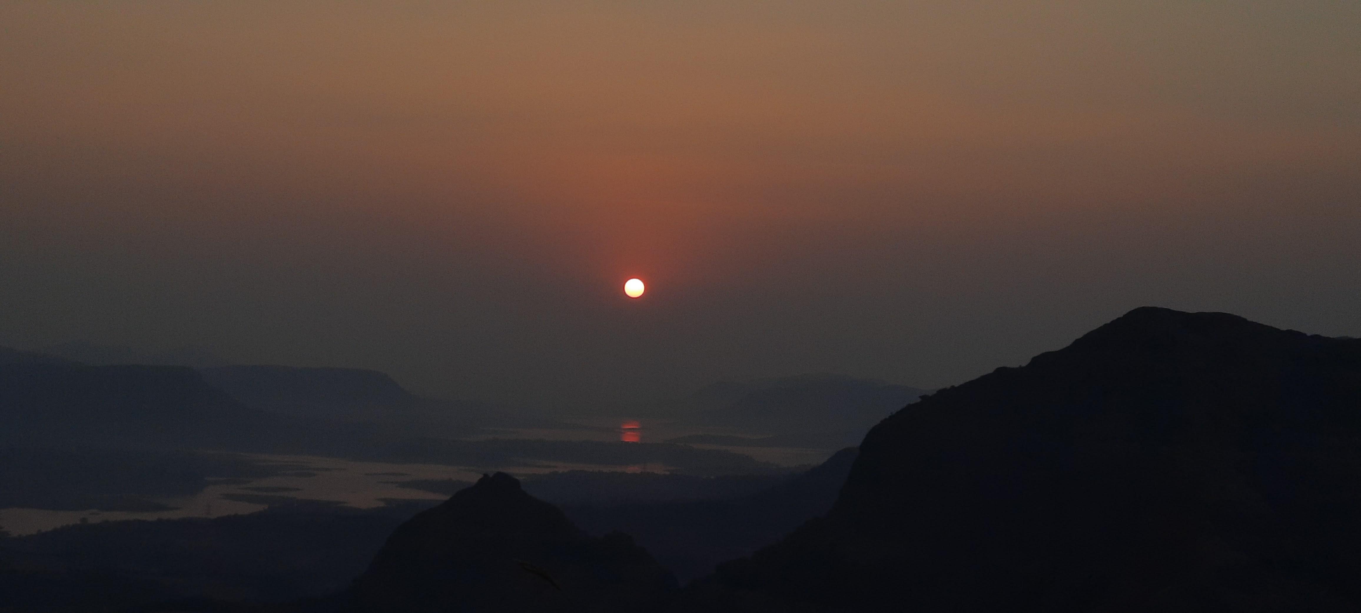 Sunrise seen from Jivdhan - जीवधन वरून सूर्योदय