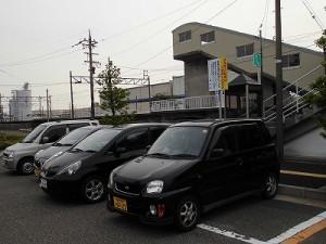 越前花堂駅を知っていますか。 駅正面の駐車スペース/どこまでもアマチュア