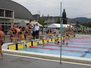 水泳大会の応援に行って来ました。 フォームやペースを確認している選手達/どこまでもアマチュア