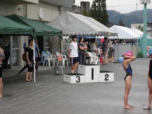 水泳大会の応援に行って来ました。 表彰台セット/どこまでもアマチュア