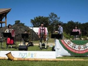 六呂師高原アルプス音楽祭2014 アルプス音楽団ボーカルが加わってリハーサル続行/どこまでもアマチュア