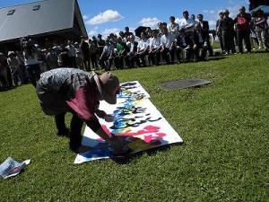 六呂師高原アルプス音楽祭2014 「祭」の文字を完成させているふみんちゅさん/どこまでもアマチュア