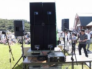 六呂師高原アルプス音楽祭2014 上手メインスピーカーを裏側から見た様子/どこまでもアマチュア