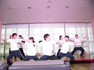 もう最高!クリスマスコンサート2014 in 勝山ニューホテル ステージ狭しと踊りを繰り広げる奥越明成高校演劇部/どこまでもアマチュア