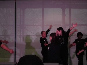 もう最高!クリスマスコンサート2014 in 勝山ニューホテル すばらしい演技を展開する劇団ドラゴン・ファミリー/どこまでもアマチュア