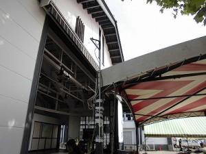 第51回越前大野名水マラソン 開会式メインステージのテント支柱に設置したアンテナ/どこまでもアマチュア