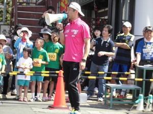 第51回越前大野名水マラソン スタートを仕切るゲストランナー 森脇 健児氏/どこまでもアマチュア