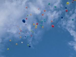第30回大野市福祉ふれあいまつり 空に舞い上がる風船/どこまでもアマチュア