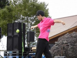 六呂師高原アルプス音楽祭2015 藤島高校ジャグリング部 山崎君のポイの繊細な演技/どこまでもアマチュア