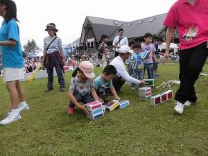 六呂師高原アルプス音楽祭2015 藤島高校ジャグリング部 体験志願が相次ぐシガーボックス/どこまでもアマチュア