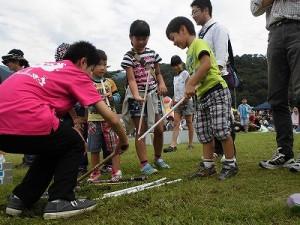 六呂師高原アルプス音楽祭2015 藤島高校ジャグリング部 簡単そうに見えて人気を集めるデビルスティック/どこまでもアマチュア