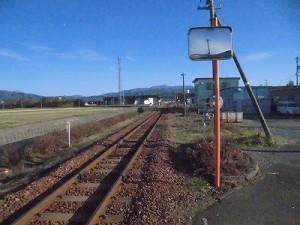 六条駅を紹介します。 アプローチからの眺望/どこまでもアマチュア