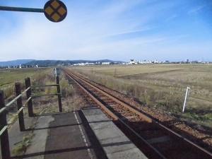 六条駅を紹介します。 プラットホームの先端に到達/どこまでもアマチュア