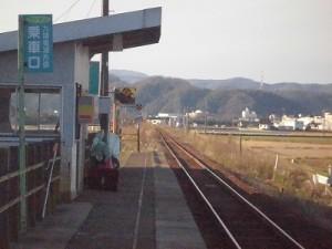六条駅を紹介します。 間もなく列車の到着する時刻/どこまでもアマチュア