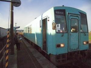 六条駅を紹介します。立ち去る乗客/どこまでもアマチュア