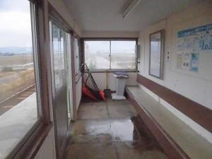 足羽駅はこんなところでした。 駅舎内部の様子左側/どこまでもアマチュア