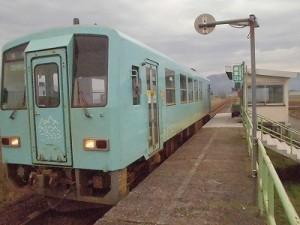 足羽駅はこんなところでした。 発車準備に入った運転士さん/どこまでもアマチュア