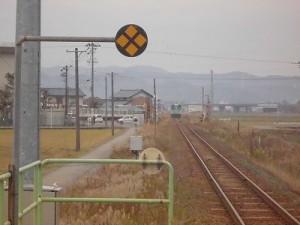 足羽駅はこんなところでした。 小さくなっていく列車/どこまでもアマチュア