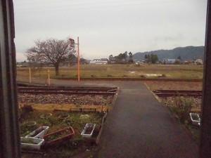 越前東郷駅を見てきました。 駅舎を出たすぐの風景/どこまでもアマチュア
