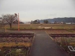 越前東郷駅を見てきました。 駅舎裏のプラットホームへのアプローチ/どこまでもアマチュア
