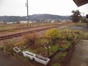 越前東郷駅を見てきました。 駅舎裏から見える集落/どこまでもアマチュア