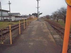 越前東郷駅を見てきました。 プラットホームまでの斜路/どこまでもアマチュア