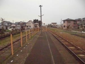 越前東郷駅を見てきました。 プラットホーム先端手前/どこまでもアマチュア