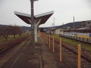 越前東郷駅を見てきました。ひさし部分に戻った時の風景/どこまでもアマチュア