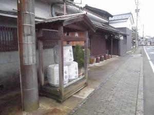 越前東郷駅を見てきました。 酒樽の展示/どこまでもアマチュア