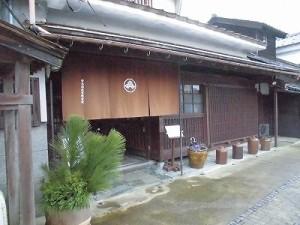 越前東郷駅を見てきました。 玄関先ののれん/どこまでもアマチュア