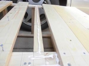 日曜大工教室~我流か自己流か編 背面の板のビス留めの木工ボンド塗り/どこまでもアマチュア