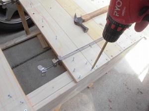日曜大工教室~我流か自己流か編 背面の板のビス留め/どこまでもアマチュア
