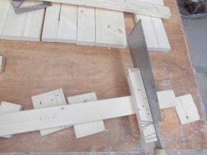日曜大工教室~我流か自己流か編~ 桟の長さをのこぎりで調整/どこまでもアマチュア
