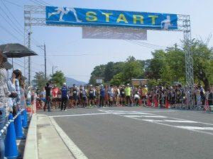 第52回越前大野名水マラソン ランナーをスタート地点に誘導/どこまでもアマチュア