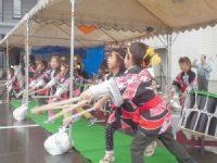 元気に太鼓の演奏をする園児たち