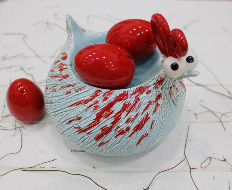 galline ceramica con uova rosse calliope afragola