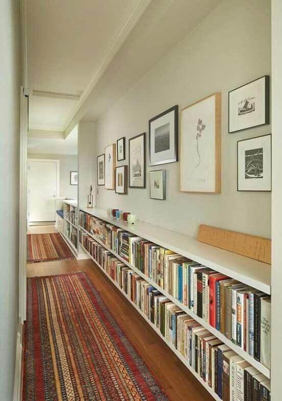 corridoio con libreria