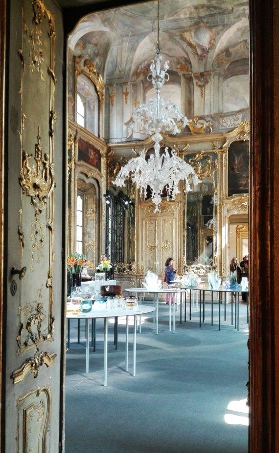 Oggetti in vetro nelle meravigliose stanze di Palazzo Litta