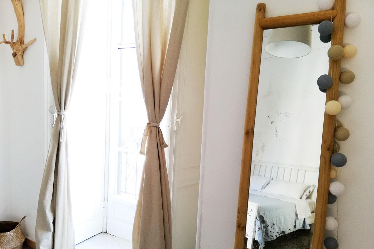 specchio vintage con cornice in legno fai da te