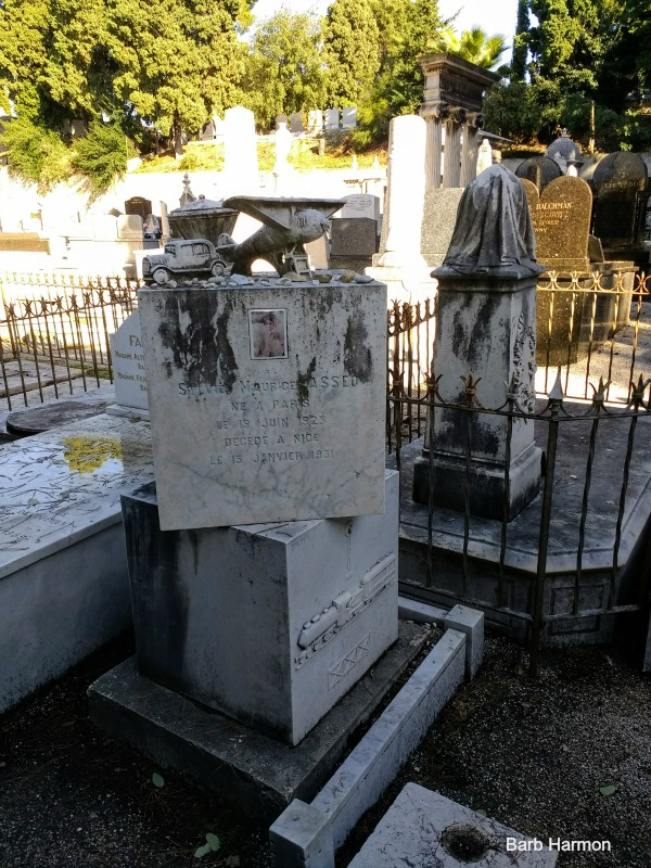 A child's grave marker in Nice