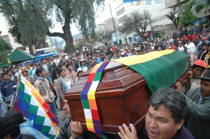 Velorio colectivo de Juan Ticacolque (Foto prensa de Cochabamba, 11, 1, 2007)