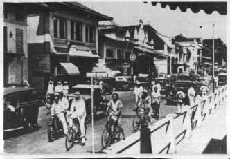 BBxxii - A street in Bandung in the 30s