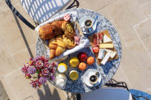 chateau-de-jalesnes-terrace-breakfast-loire-valley-france-1