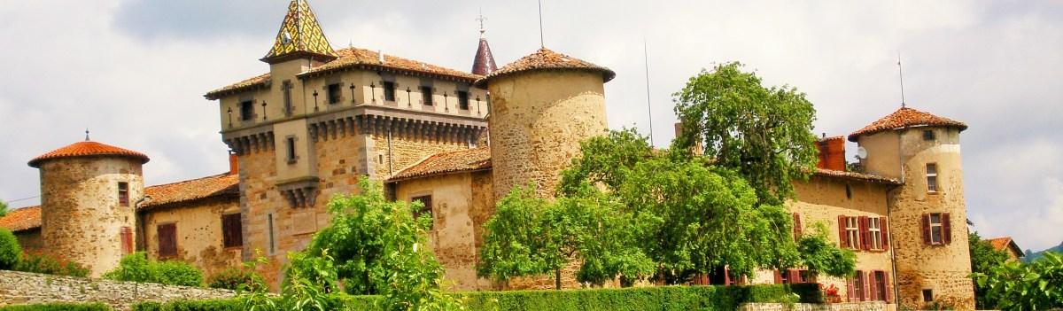 Vue des façades Sud et Sud-Ouest de Saconay en photo d'en tête