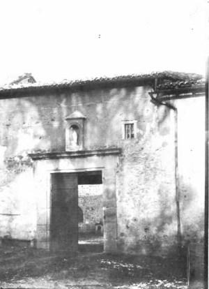 Saconay - La poterne de la façade Sud-Ouest dtruite au XIX° siècle