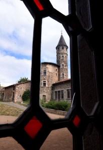 Saconay - Vue de la porte d'entrée. Crédit photo le Progrès