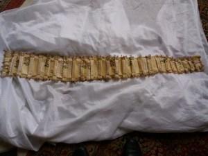 Saconay - Bande plissée allant en s'élargissant