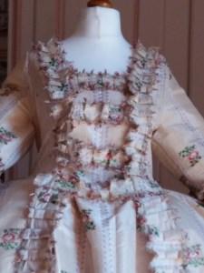 """Saconay - Le haut de la robe, formé des """"compères"""""""