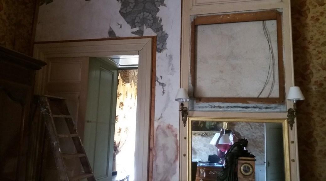 Saconay - Chambre des perroquets, le tissu sale a été enlevé
