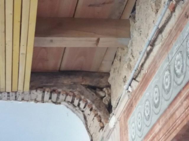 Saconay - Console du plafond